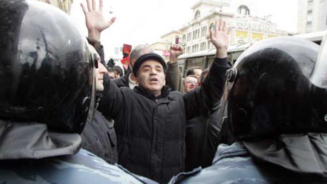 Garry Kaspárov, líder del Frente Cívico Unido de oposición al gobierno de Putin, antes de su detención.