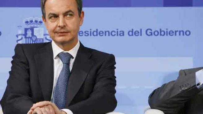 Zapatero, durante la presentación del Informe de la Presidencia en el edificio de la Bolsa.