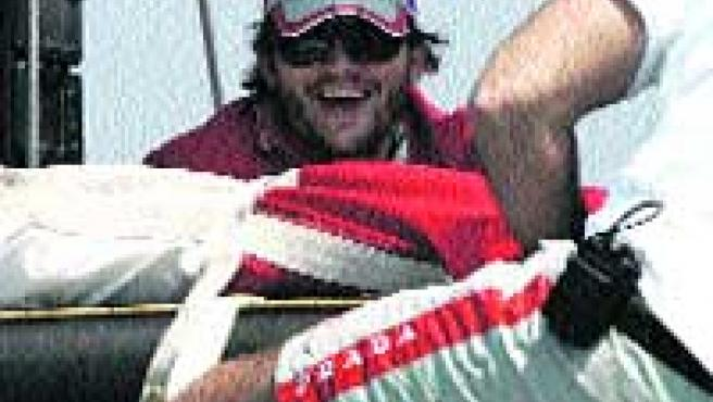 El marido de Demi Moore, ayer en un barco de la Copa. (Efe).