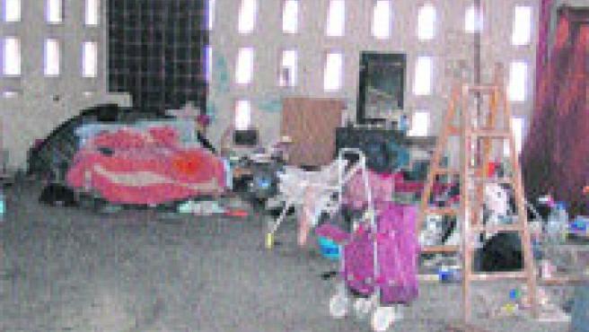 Actualmente, está habitado por indigentes, cuando esta instalación estaba destinada a acoger un centro para los músicos de la ciudad. (Acn)