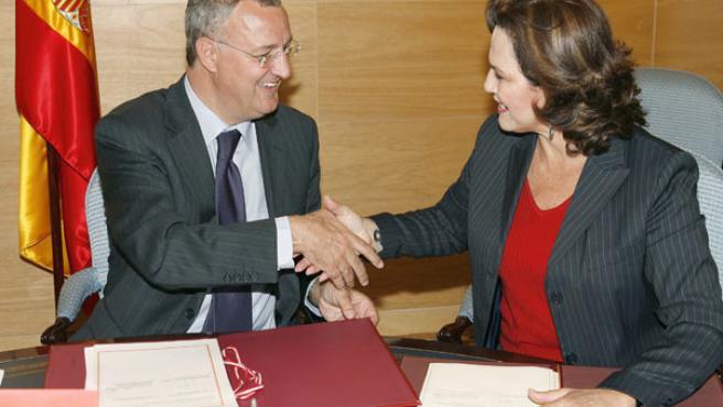 Los ministros de Trabajo de España y Perú firman un convenio que dará acceso a la Seguridad Social cuando trabajen en otro país.