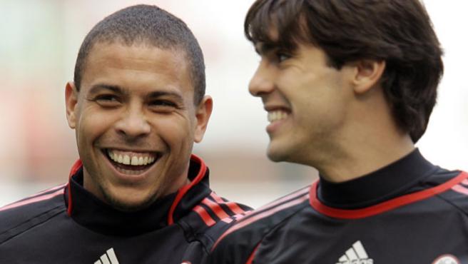 Ronaldinho junto a Kaká. (Efe)