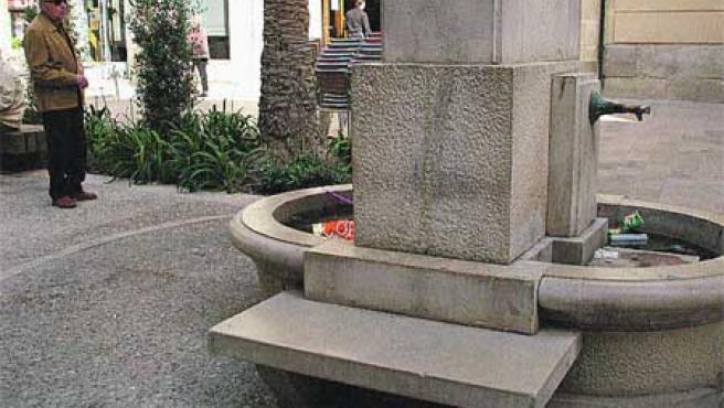 La fuente de la plaza de la Santísima Faz. (Francisco González)