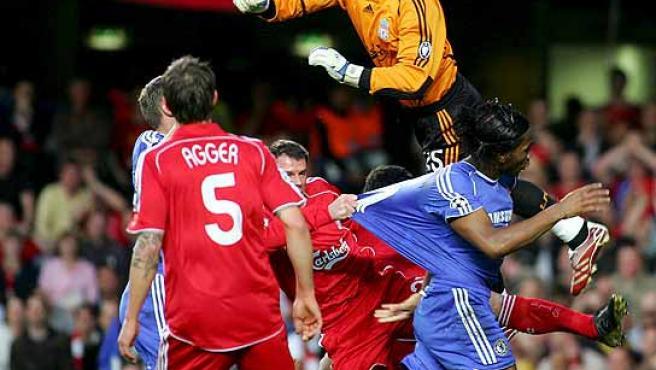 Pepe Reina, espectacular ante el Chelsea. (Efe)