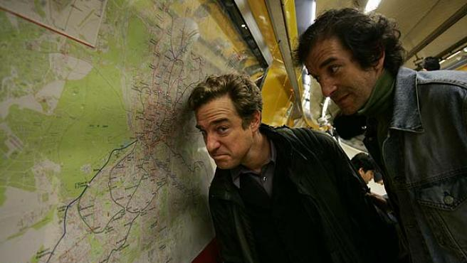 Rafael Sañudo, junto a un colaborador en el metro (Jorge París).