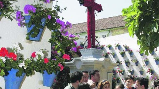 Más de 40 cruces en la capital cordobesa esperan a los visitantes todo el fin de semana.