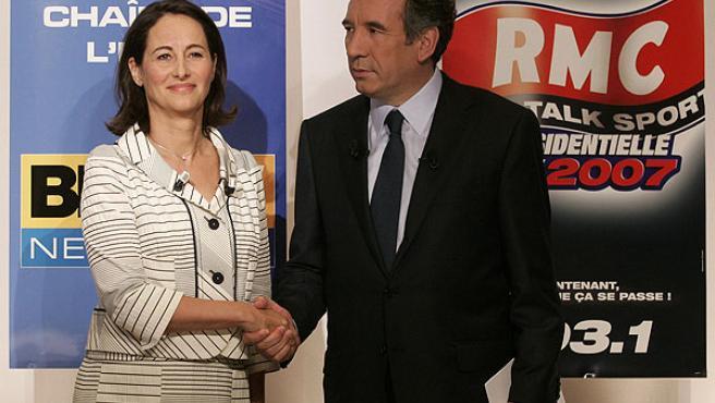 Ségolène y Bayrou poco antes de empezar su debate en un hotel de París (REUTERS/BENOIT TESSIER)