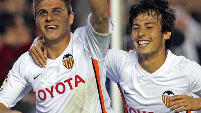 Joaquín (i) celebra su gol junto a Silva. (Efe)