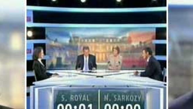 El debate podría ayudar a los franceses a decidir su voto. La escasa diferencia entre los candidatos arroja un panorama muy abierto.