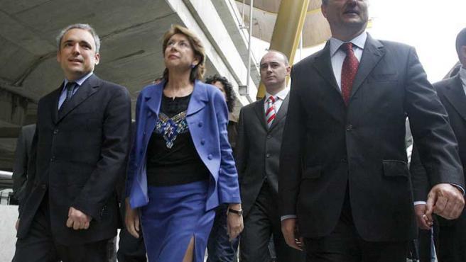 Álvarez y los candidatos socialistas en plena visita a la T4.
