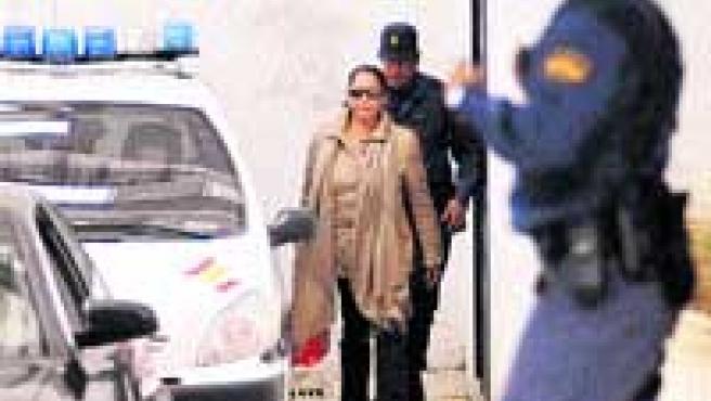 La tonadillera abandona la comisaría tras pagar la fianza de 90.000 euros impuesta por el juez. (Reuters).