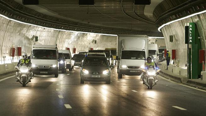 Los primeros coches que han circulado por el último túnel de la M-30, inaugurado esta semana (EFE/J.J. Guillén)