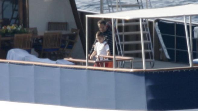Sarkozy descansó en un yate con su familia y con todo lujo de detalles. Su alquiler podría costar 110.000 euros.