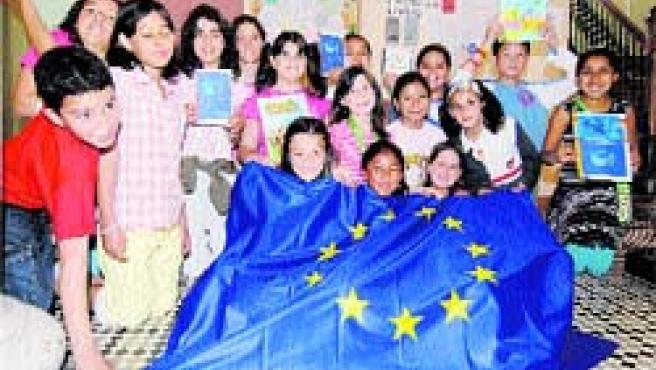 Los escolares del colegio público Joaquín Costa. (B. C.)