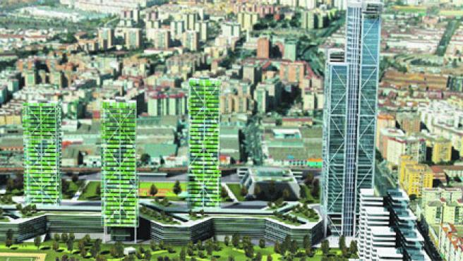 Maqueta de las torres que el alcalde, Francisco de la Torre, quiere construir en los terrenos de Repsol. La Junta estudia la viabilidad urbanística del proyecto (PP).