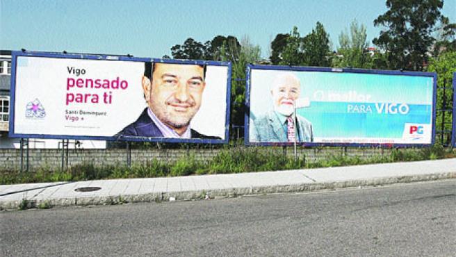 Los candidatos ya han inundado la ciudad de vallas publicitarias. Ahora le toca el turno a los carteles. (M. Vila)