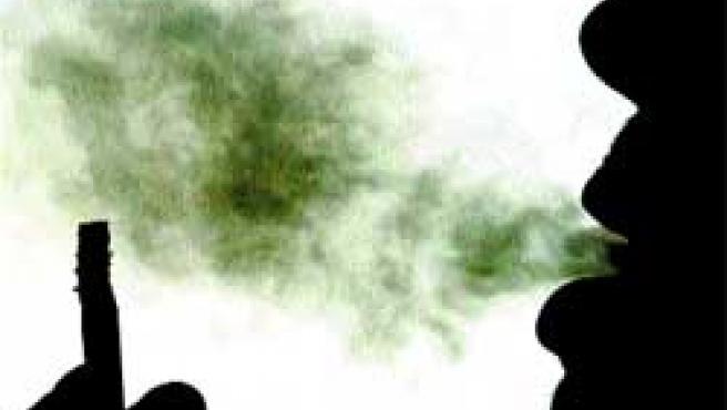 El tabaco es uno de los principales contaminantes del aire que se respira en casa.(Barbara Walton)