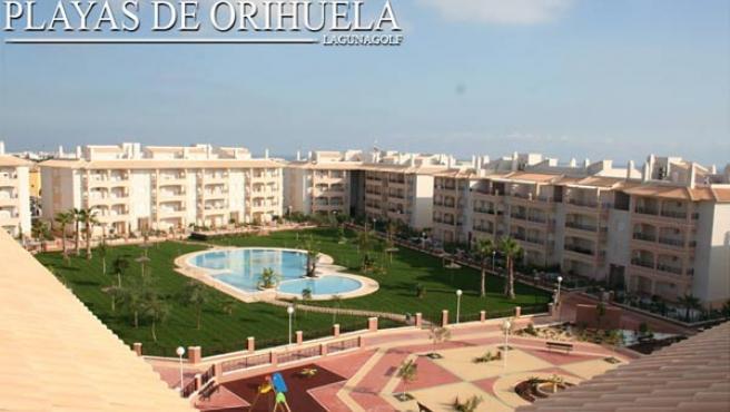 Nombre: Laguna Golf. Promueve: TM Grupo Inmobiliario. Número de viviendas: 237 pisos, de uno, dos y tres dormitorios. Ubicación: Orihuela Costa (Alicante). Información y venta: En el teléfono 902 151 512 y la página web www.tmgrupoinmobiliario.com.