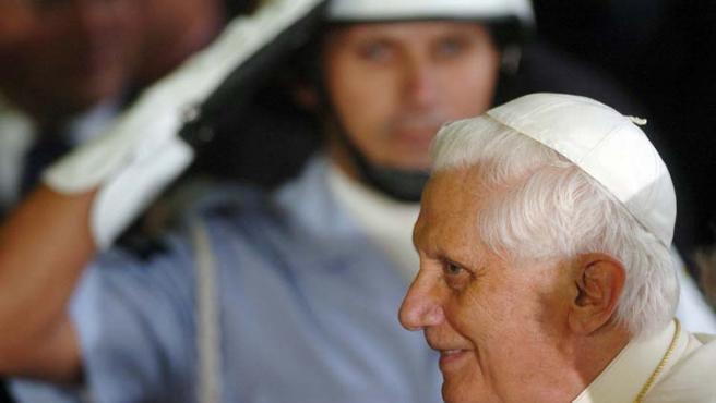 El Papa llegó ayer a Brasil para tratar de frenar el avance de otras confesiones en el país con el mayor número de católicos del mundo.