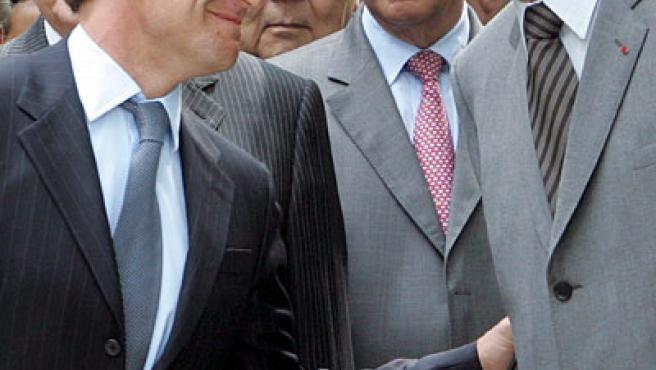 Nicolas Sarkozy y el presidente saliente Jacques Chirac aparecen por primera vez juntos después de las elecciones EFE/Maya Vidon
