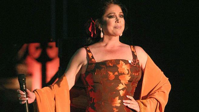 La cantante Isabel Pantoja durante su concierto en Valladolid.