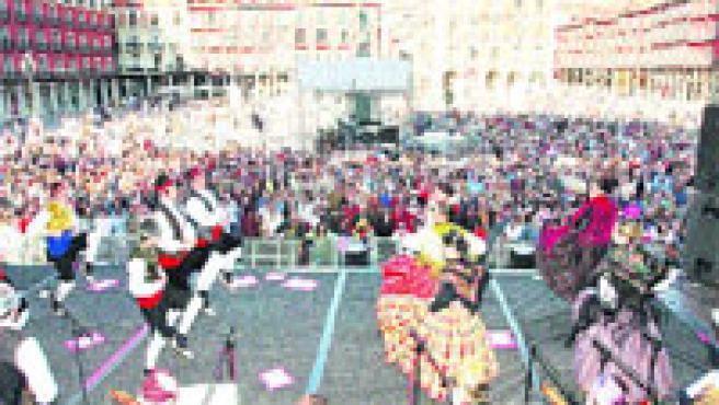 El espectáculo de luz y sonido de la plaza de Zorrilla fue el acto más llamativo. (P. Elías)