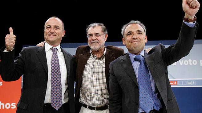 El ministro de Justicia, Mariano Fernández Bermejo con Simancas y Sebastián, en el barrio de San Blas (EFE/ JUANJO MARTÍN)