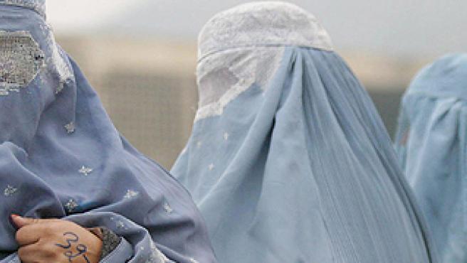 Avanza en Europa el veto al velo islámico integral: ¿Está permitido en España?