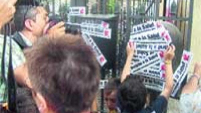 La manifestación volvió a congregar a los vecinos de Patraix ayer, como cada jueves. (M. F.).