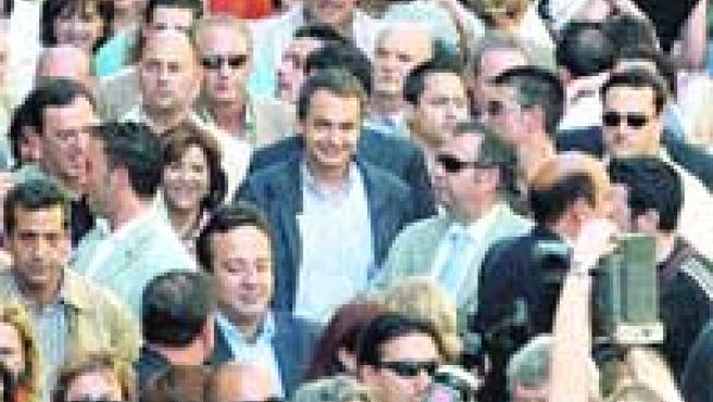 Zapatero paseó por Orihuela y fue a visitar la casa natalicia del poeta Miguel Hernández.(Morell / Efe).