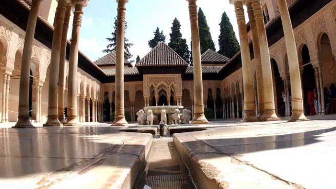 El patio de los Leones de la Alhambra.