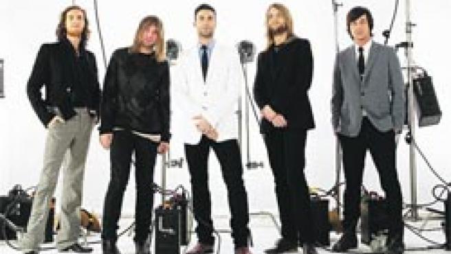 Los norteamericanos Maroon 5 regresan con influencias de Michael Jackson. Ozzy Osbourne (abajo).