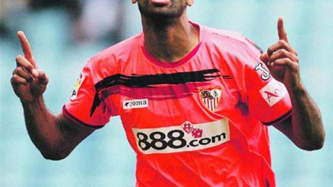 Kanouté celebra su gol en Riazor. (Reuters)