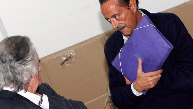 Julián Muñoz tras el juicio anulado (JESÚS DOMÍNGUEZ / EFE)