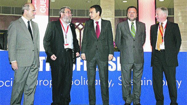 Reunión de algunos de los mandamases del PSOE (J. M. Vidal / EFE).