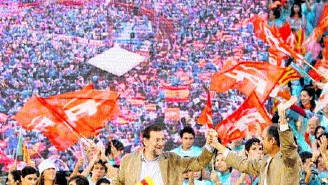 Francisco Camps y Mariano Rajoy. (Bruque / Efe).
