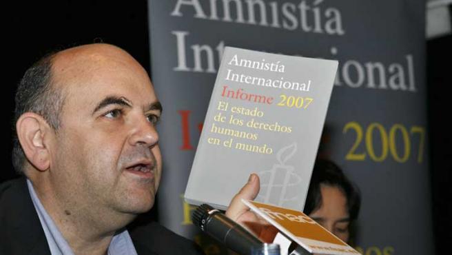 El director de Amnistía Internacional España, Esteban Beltrán, presentó hoy en Madrid el informe.
