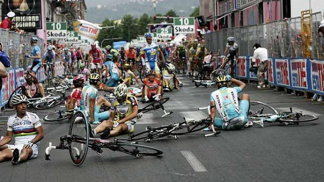 Caída en la 11ª etapa del Giro de Italia. (Reuters)