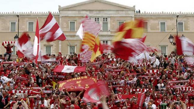 Seguidores del Liverpool inundan Atenas. (Reuters)
