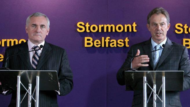 Tony Blair y su homólogo irlandés Bertie Ahern (Paul McErlane / Efe)