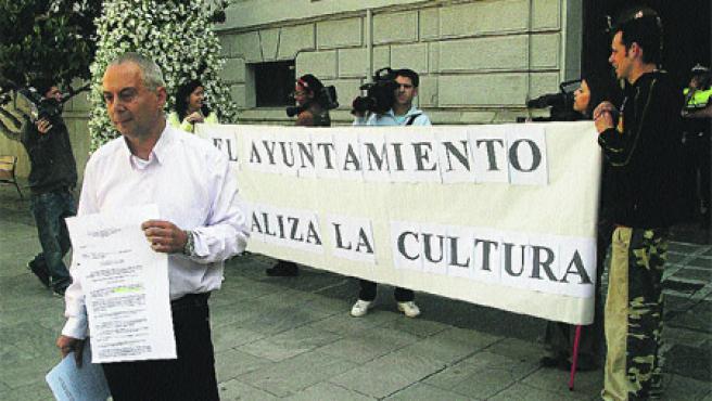 El Ayuntamiento penaliza la cultura (Torres).