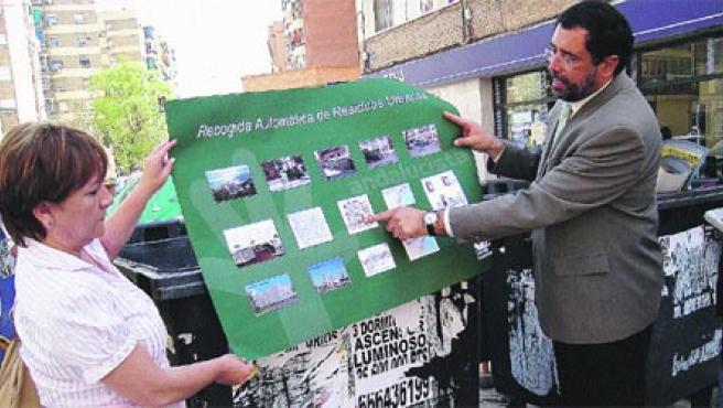 El candidato a la Alcaldía de Málaga Ildefonso Dell'Olmo presentó ayer el proyecto.(M.G.)