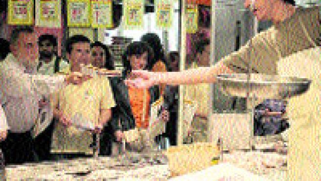 En la calle, en el mercado, en los centros comerciales... (A. González).
