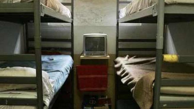 Celda de la cárcel Modelo de Barcelona, donde han llegado a dormir hasta seis reclusos. (EFE)
