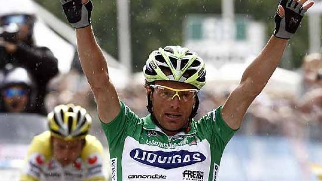 Danilo di Luca celebra su triunfo en el Giro. (Reuters)