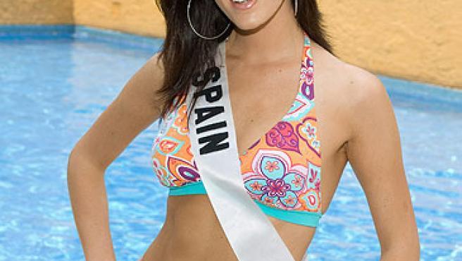 Natalia Zabala posando en bikini antes de la gala de Miss Universo 2007.