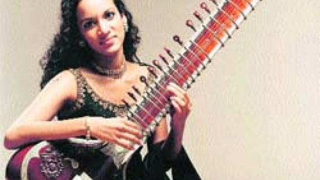 La joven artista ya está considerada un prodigio dentro del mundo del sitar y la música india.