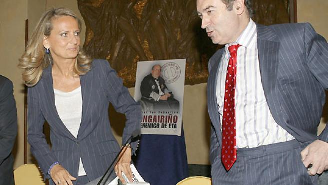 La periodista Isabel San Sebastián y el director de El Mundo, Pedro J. Ramírez. (EFE).