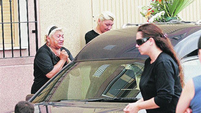 La localidad de Vícar despidió a la última víctima de violencia doméstica en la región (EFE).