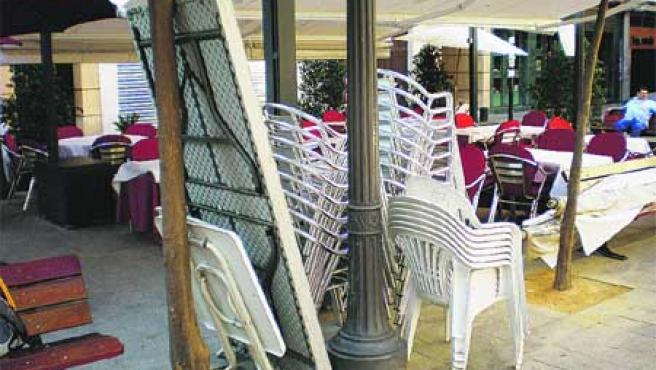 La plaza de San Juan, antes de que los bares monten las mesas de las terrazas. (María José).